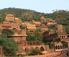 Tour Package Neemrana