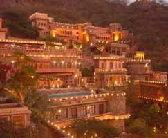 Neemrana Holiday Package